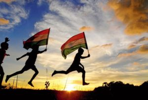 childrens-carry-Indian-national-flag-whatsapp-dp